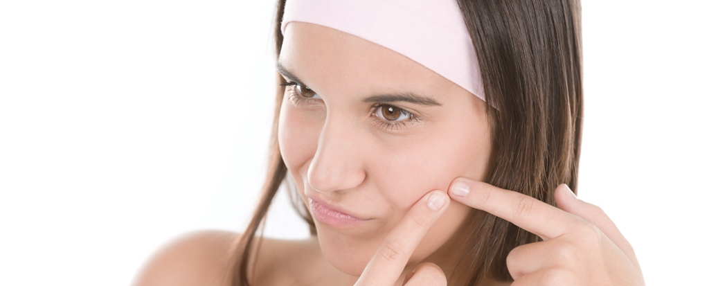 Teenager problem skin care - squeeze pimple